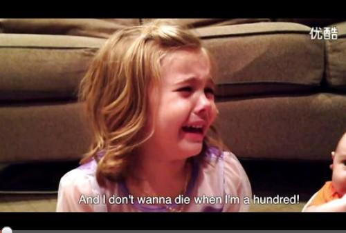 小女孩得知弟弟终将长大后伤心痛苦