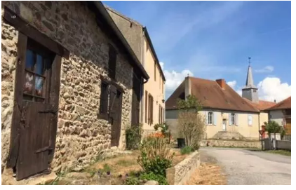 法国小镇50年迎来第一个新生儿的真相(组图)