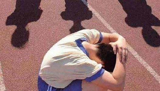 调查称:近半数学生遭受过校园欺凌(双语)