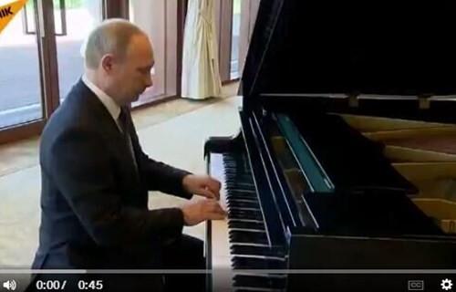 一带一路峰会现场普京大秀钢琴才艺(双语)