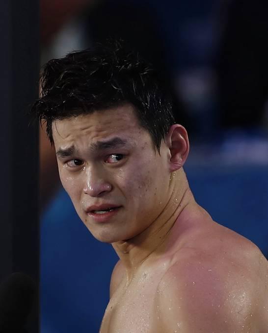 孙杨退出2017世锦赛1500米自由泳(双语)