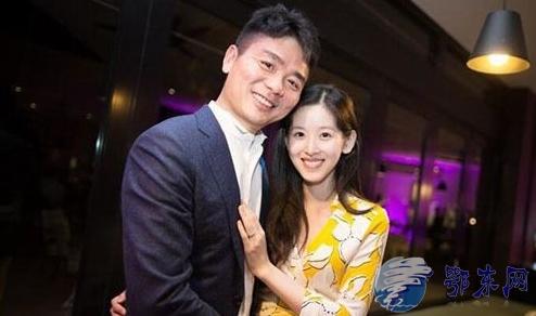 奶茶妹妹坐拥388亿 成为中国最年轻的亿万富翁(双语)