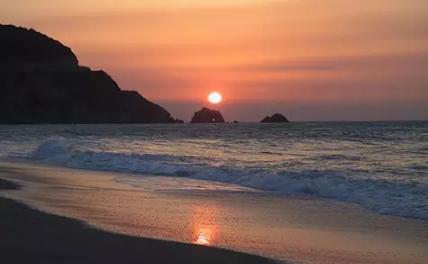 日本旅游绝美风景:日出石门(图)