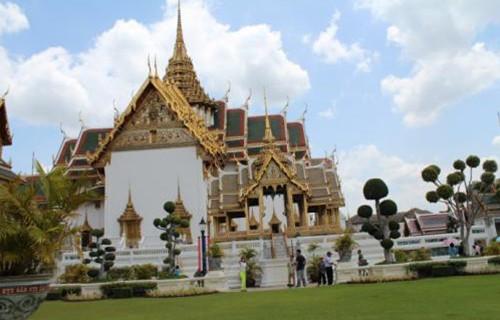国庆长假中国出境游客首选泰国(双语)