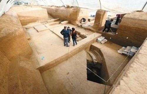 西安发现战国时期皇家浴室(双语)
