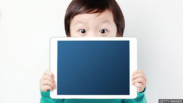 长时间看屏幕会影响孩子的视力?