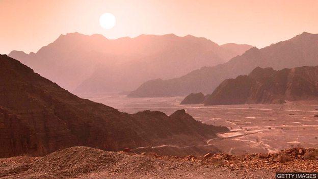 Liquid water 'lake' revealed on Mars 科学家在火星上发现液态水体