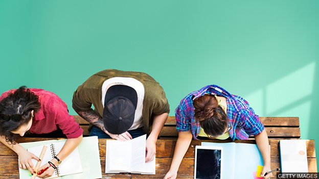 英拟推行两年制本科学位 降低学生求学成本