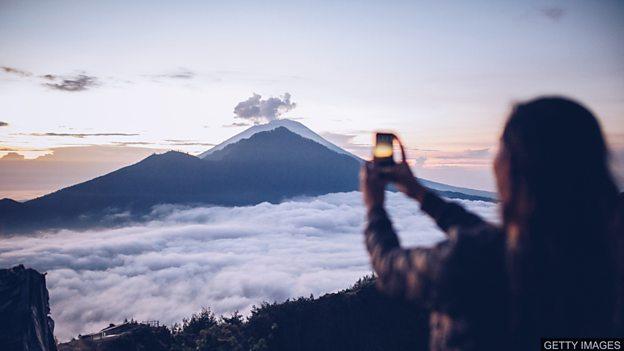 专家提醒人们重视火山旅游风险