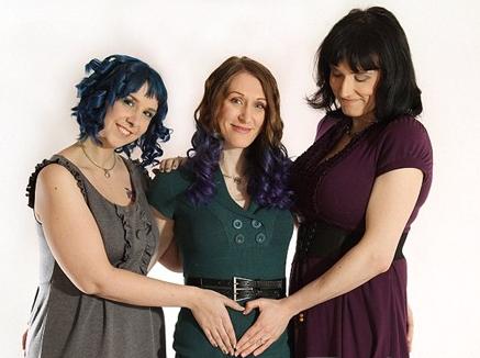 美国三名女同性恋结婚 马上要迎来第一个宝宝_英语